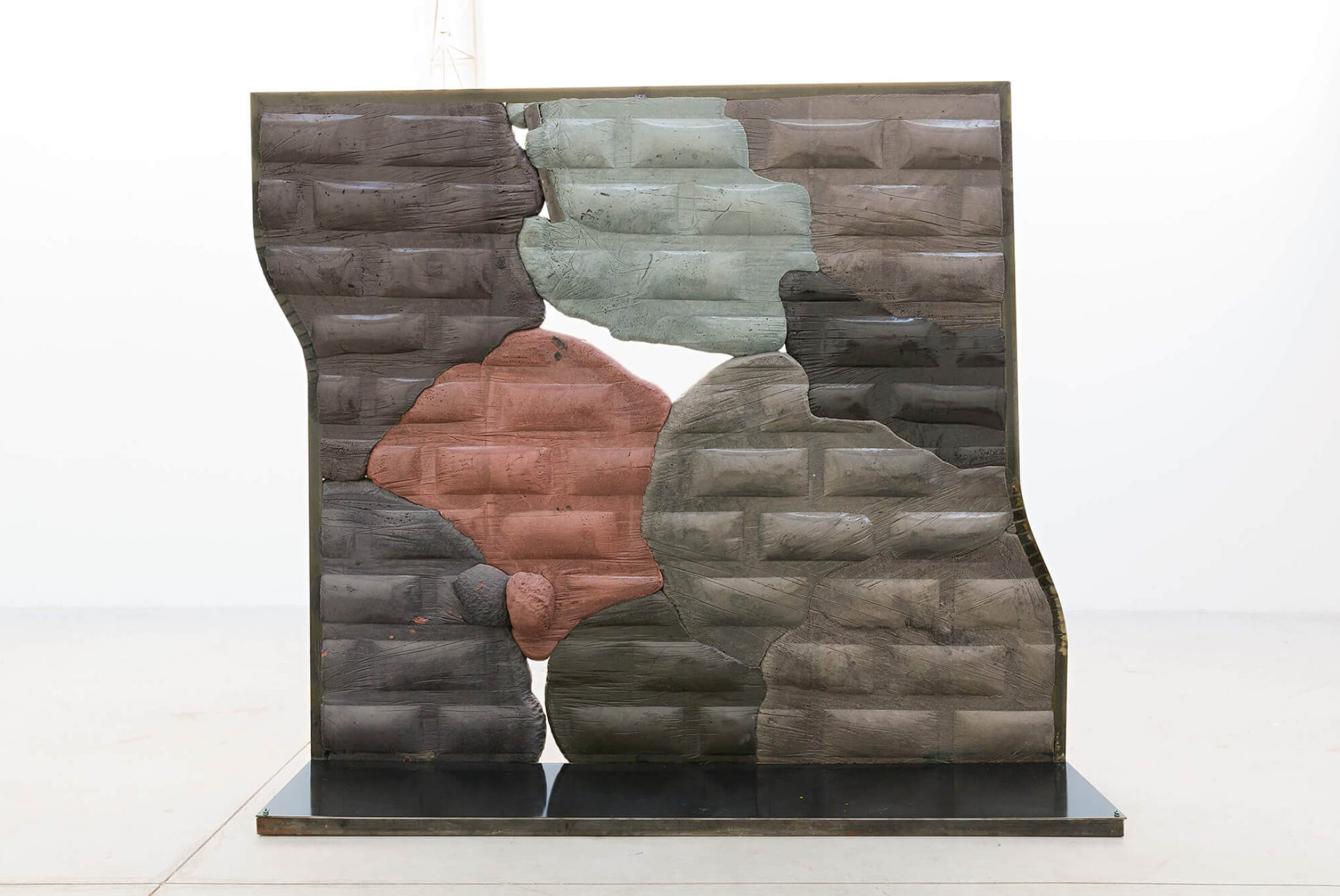 Neïl Beloufa, <em>The dancing one, from Secured wall series</em>, 2014, extensive foam, pigment and metal, 200 × 183 × 45 cm - Mendes Wood DM
