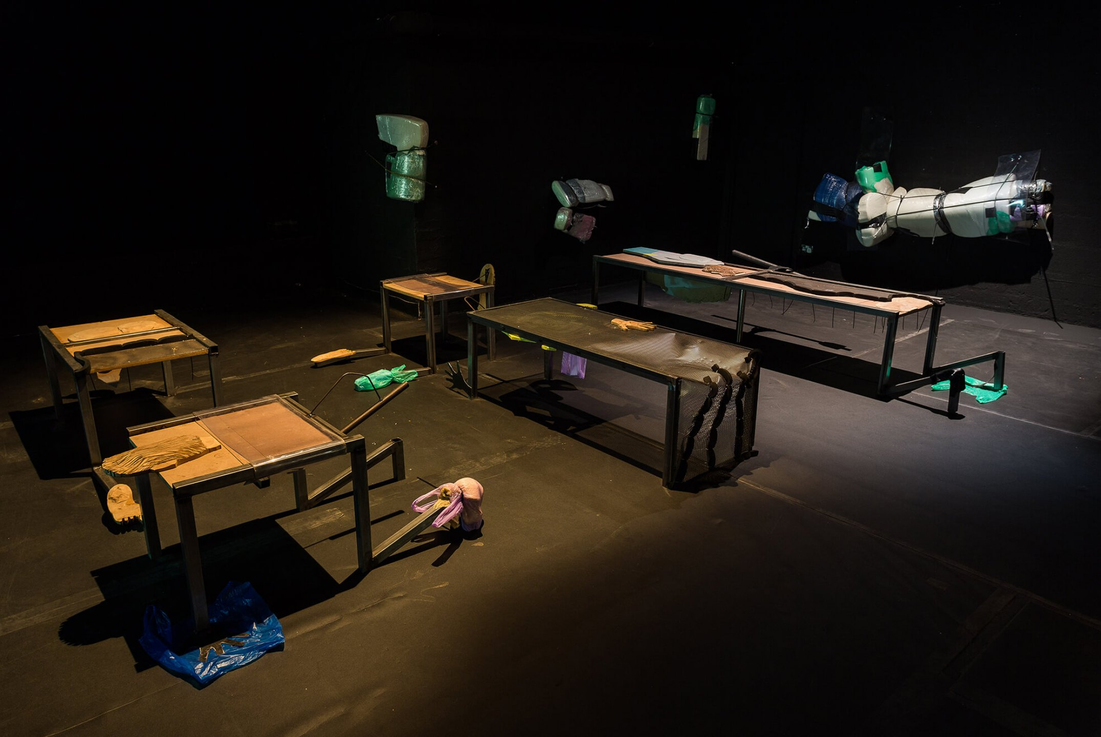 Neïl Beloufa, <em>Counting On People</em>‭, ICA‭ – The Institute of Contemporary Arts‭, ‬London‭, 2014 - Mendes Wood DM