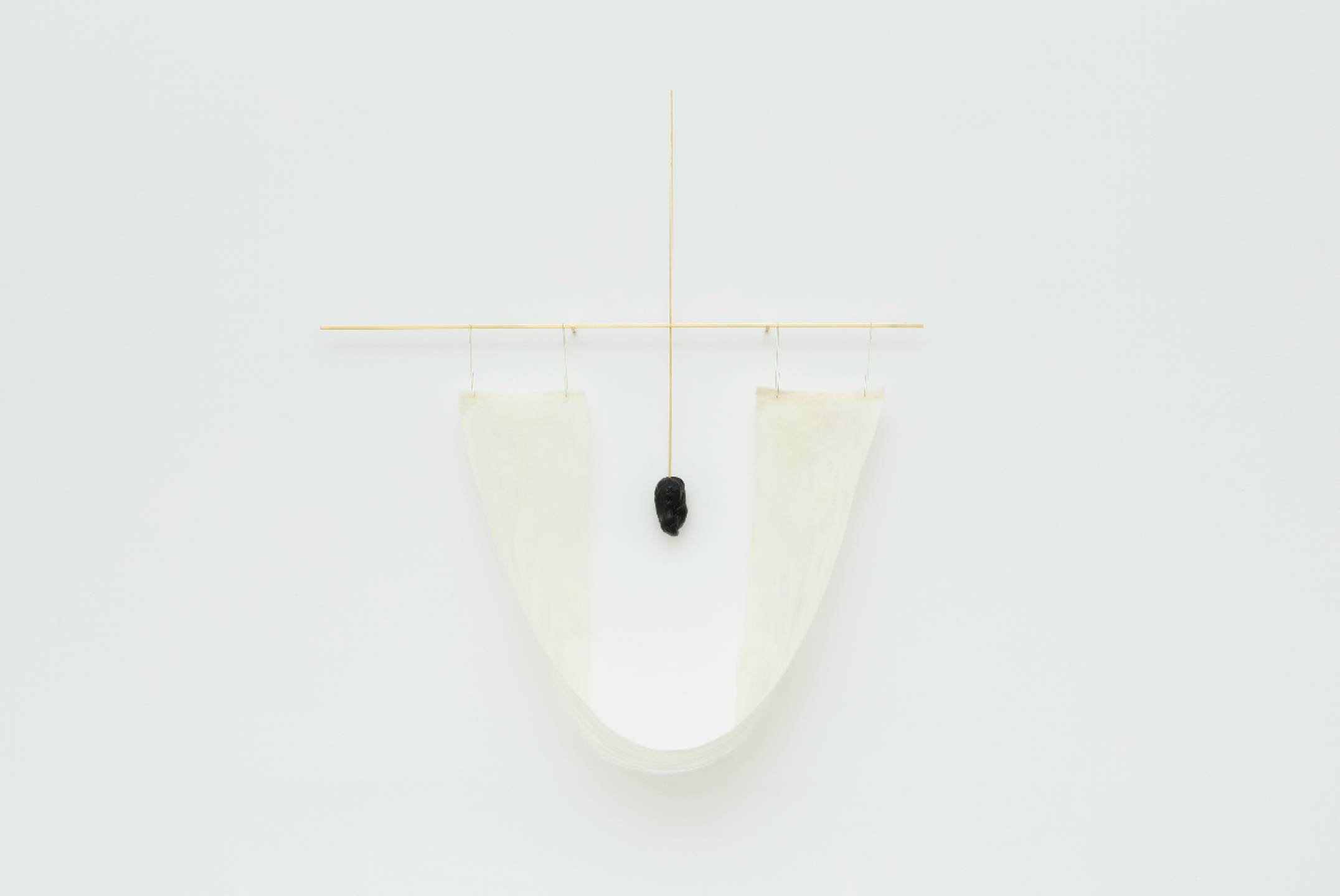 Paloma Bosquê, <em>Cruzeiro com rede</em>, 2017, brass rod, felt of wool and stone of beeswax and pitch, 108 × 99 × 24 cm - Mendes Wood DM