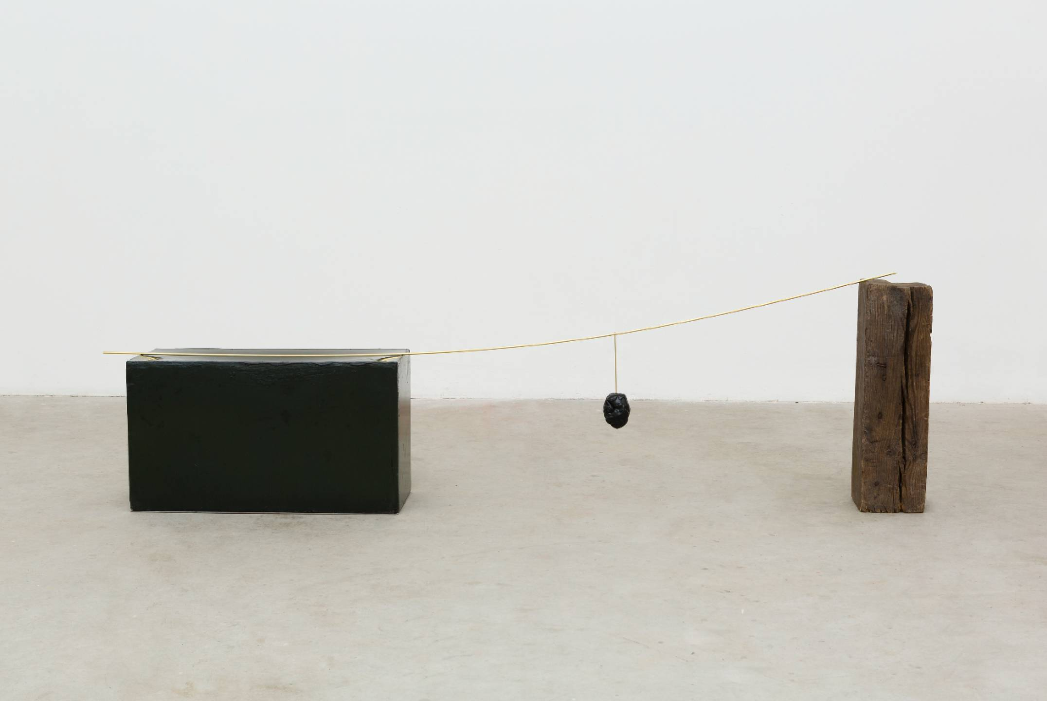 Paloma Bosquê, <em>Ponte pênsil,</em> 2017, brass stem with beeswax stone with pitch and wood block, 49,5 × 182 × 24 cm - Mendes Wood DM
