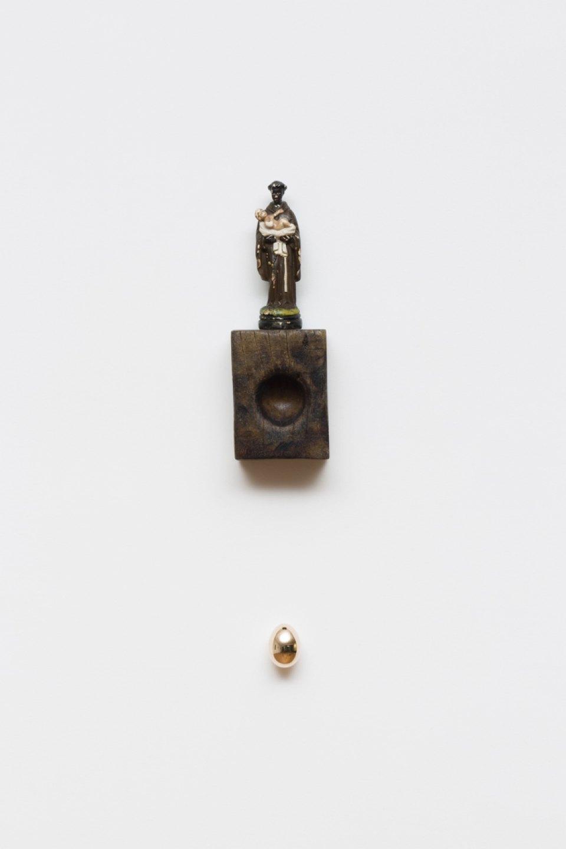 Antônio Obá,&nbsp;<em>Oratório I</em>,&nbsp;2017,&nbsp;sculpture in plaster, wood pestle and bronze object,&nbsp;17 × 6 × 5 cm /15 × 11 ×&nbsp;6,5 cm / 4,5 ×&nbsp;3,5 ×&nbsp;3,5 cm - Mendes Wood DM