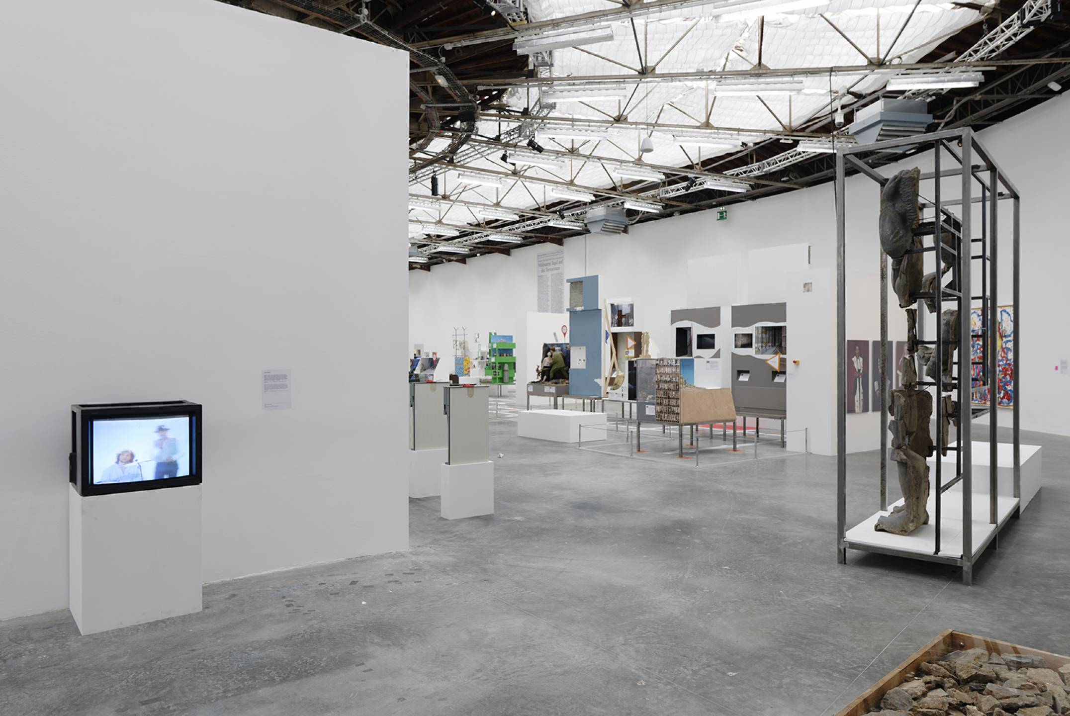 Neïl Beloufa, <em>The Enemy of my Enemy,</em> Palais de Tokyo, Paris, 2018 - Mendes Wood DM