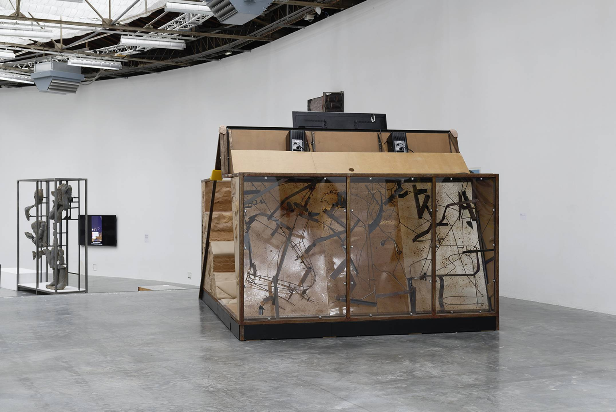 Neïl Beloufa,<em> The Enemy of my Enemy, </em>Palais de Tokyo, Paris, 2018 - Mendes Wood DM