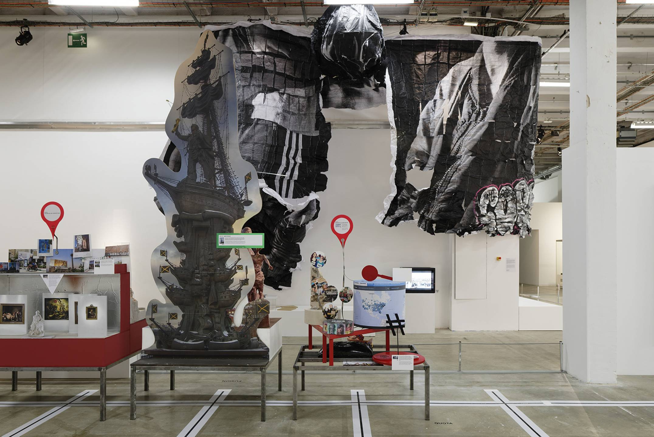 Neïl Beloufa,<em> The Enemy of my Enemy</em>, Palais de Tokyo, Paris, 2018 - Mendes Wood DM