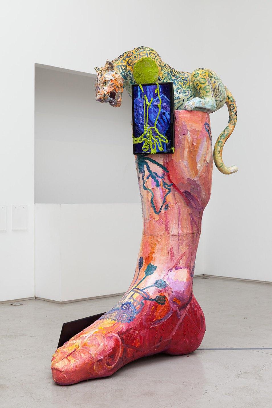 Thiago Martins de Melo,<em>Coluna que anda sobre garras, 2016,</em>oil on fiberglass with resin, polyurethane and two tv monitors with stop motion animation,245 × 197 × 70 cm - Mendes Wood DM