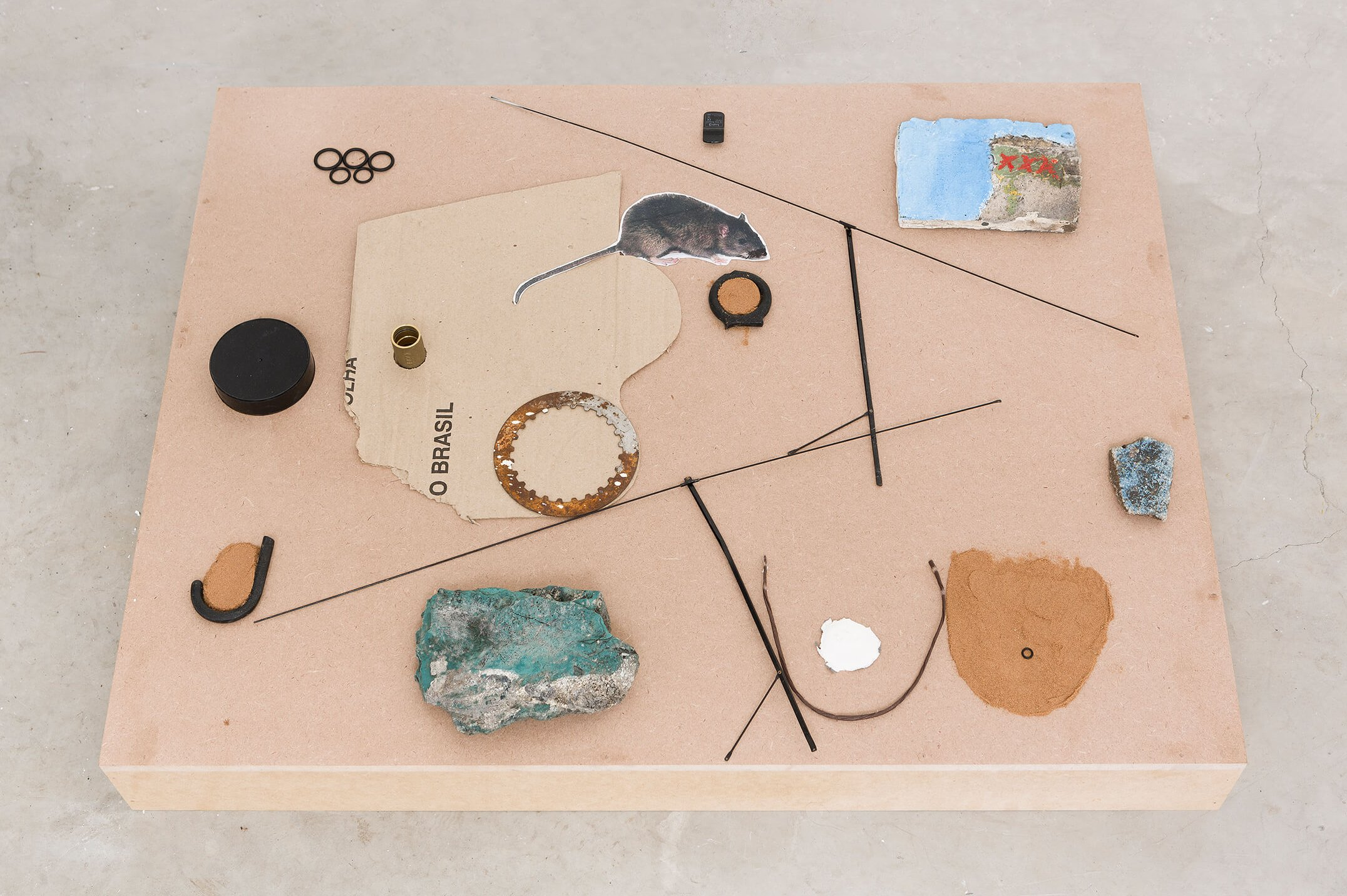 Adriano Costa, <em>Mesopotâmia CrackHouse</em>, 2015, plastic, iron, paper, bronze, sand and acrylic on stone, cardboard and rubber, 13 × 70 × 90 cm - Mendes Wood DM