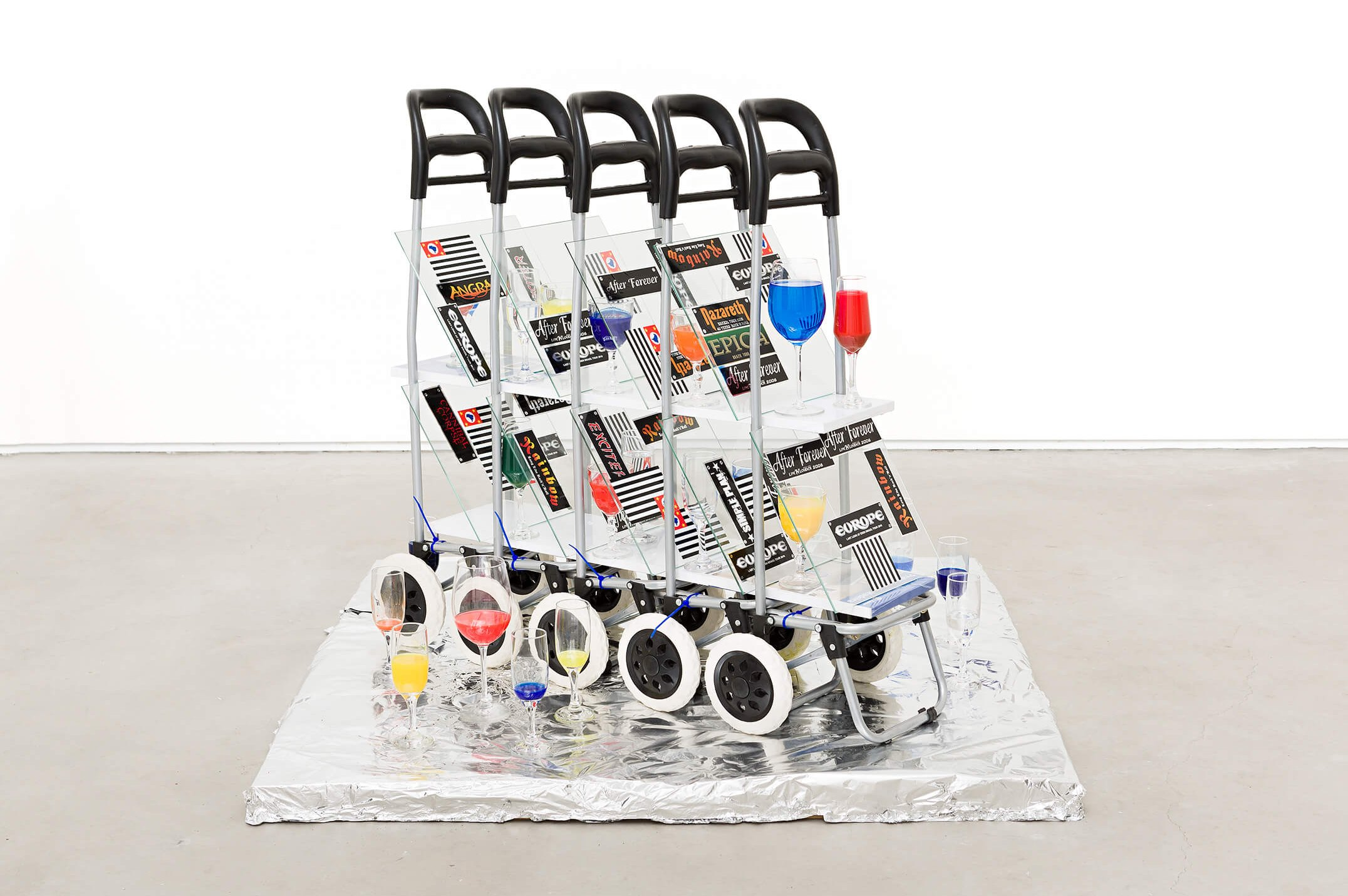 Adriano Costa,<em>Cart of Drinks</em>, 2015,shelves, shopping carts, aluminum foil, glass cups with pigments, wooden base,97 × 103 × 35 cm - Mendes Wood DM