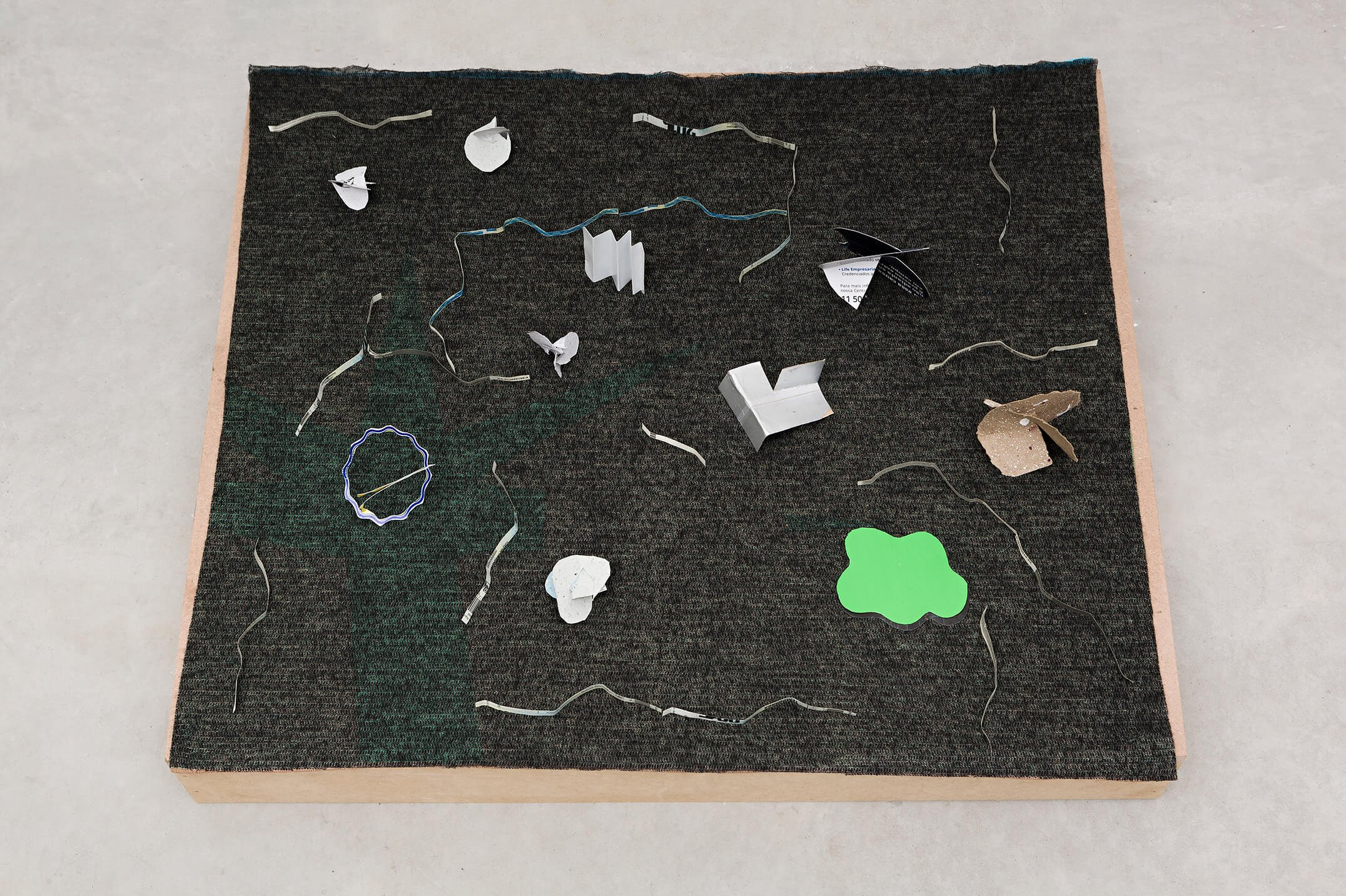 Adriano Costa,<em>Museu Frito / Deep Fried Museum</em>, 2015,paper and plastic on knitting and wooden base,11 × 62,5 ×74 cm - Mendes Wood DM