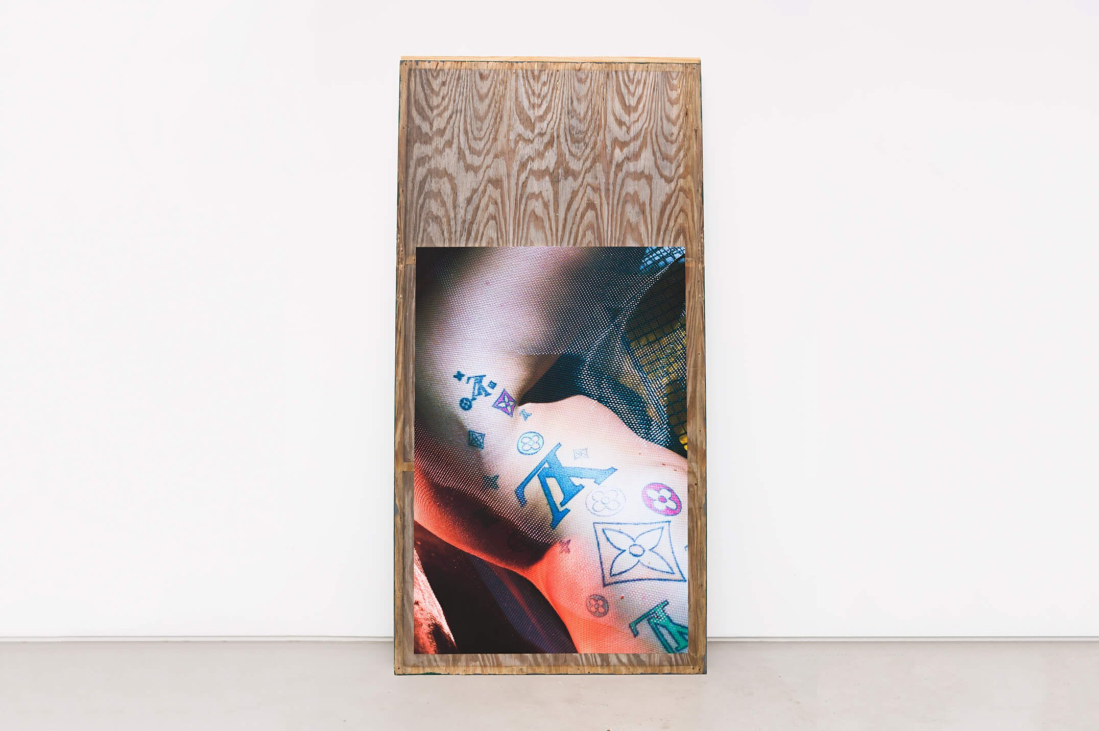 Stewart Uoo, <em>Untitled (Car Plywood)</em>, 2015, archival pigment print on cotton paper, salvaged plywood, latex paint, 244 × 122 × 1 cm - Mendes Wood DM