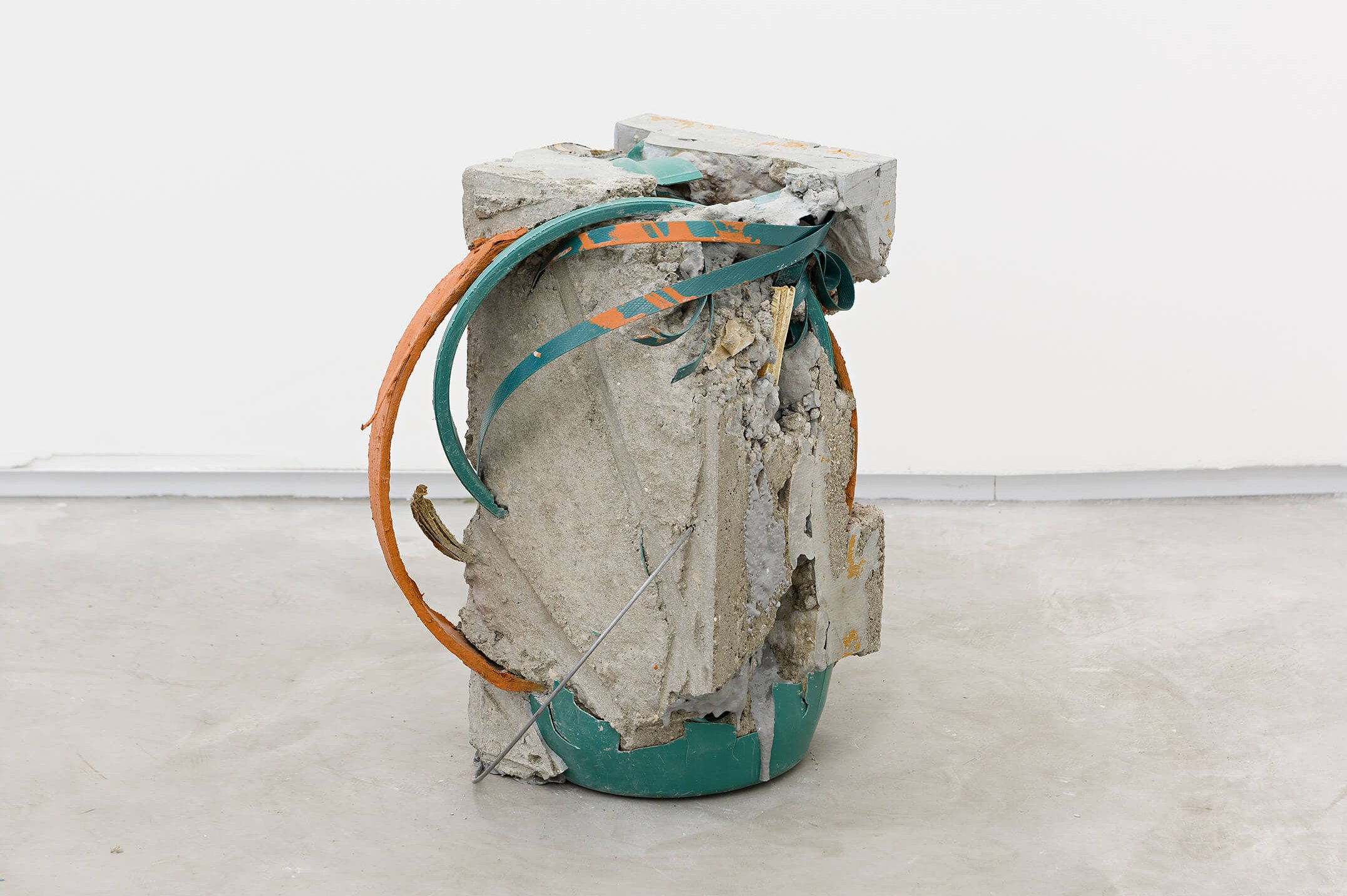 Allyson Vieira, <em>Block 2</em>, 2015, concrete, <em>Worker</em> scraps, concrete blocks, epoxy, 39 × 26 × 23 cm - Mendes Wood DM