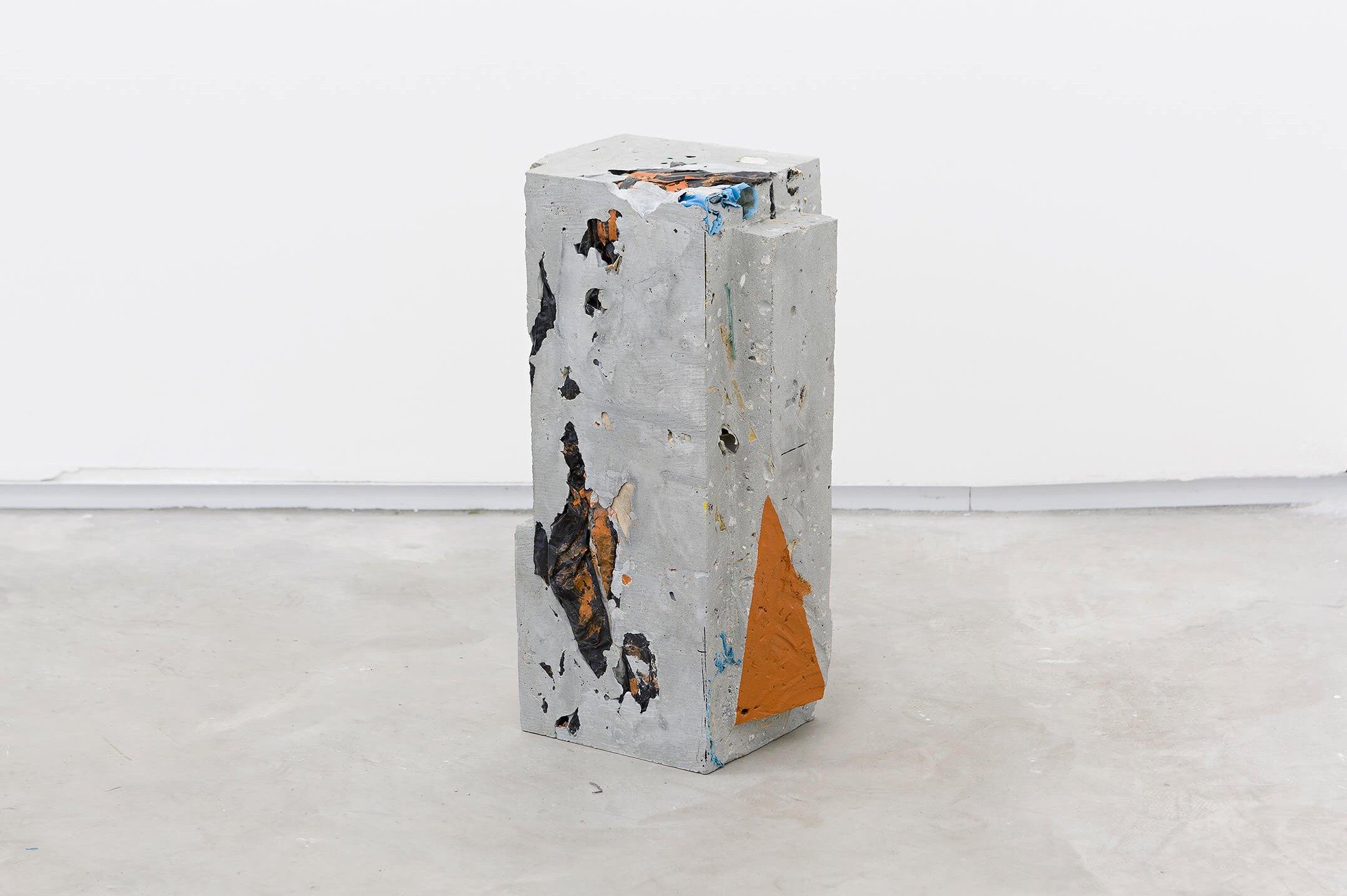 Allyson Vieira, <em>Block 3</em>, 2015, concrete, <em>Worker</em> scraps, concrete blocks, epoxy, 39 × 15 × 19 cm - Mendes Wood DM