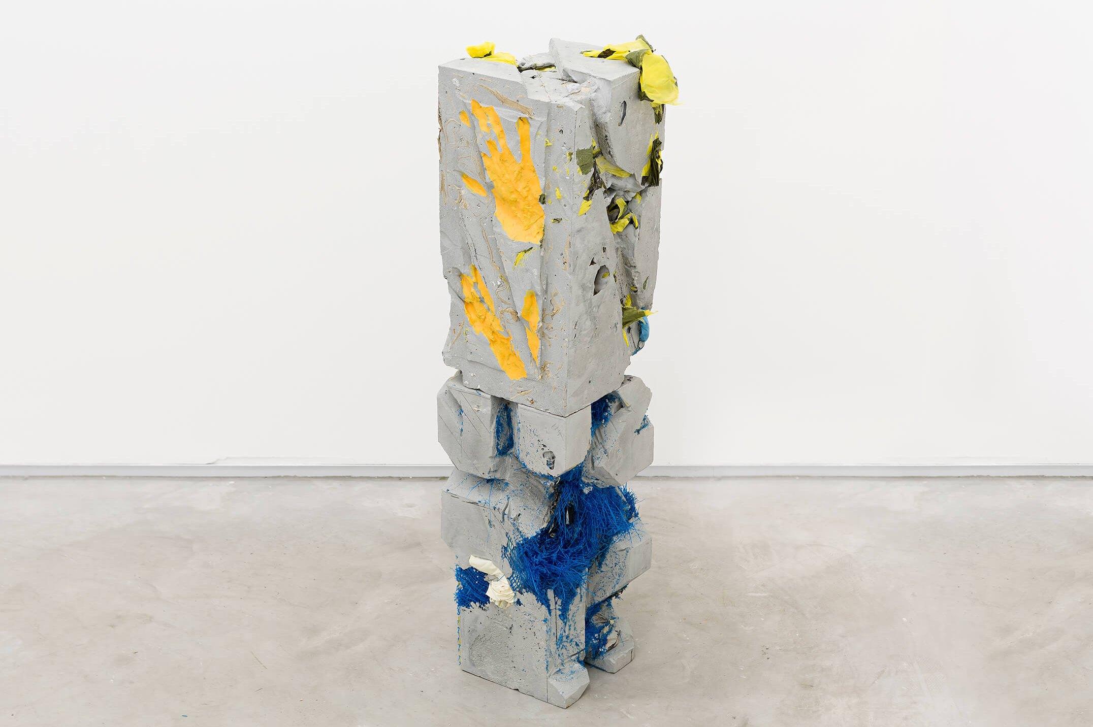 Allyson Vieira, <em>Block 4, Block 8</em>, 2015, concrete, <em>Worker</em> scraps, concrete blocks, 78 × 20 × 20 cm - Mendes Wood DM