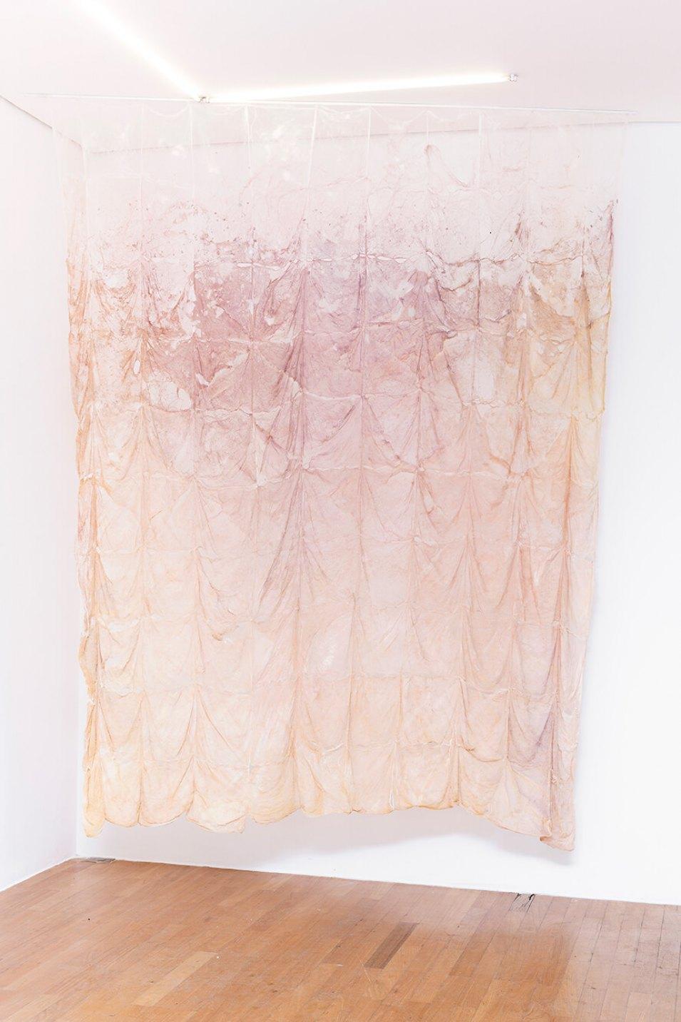Adriano Amaral, <em>sem título,</em>2015,remoção de piso, óleo de girassol e pó de alumínio,270 × 220 cm - Mendes Wood DM