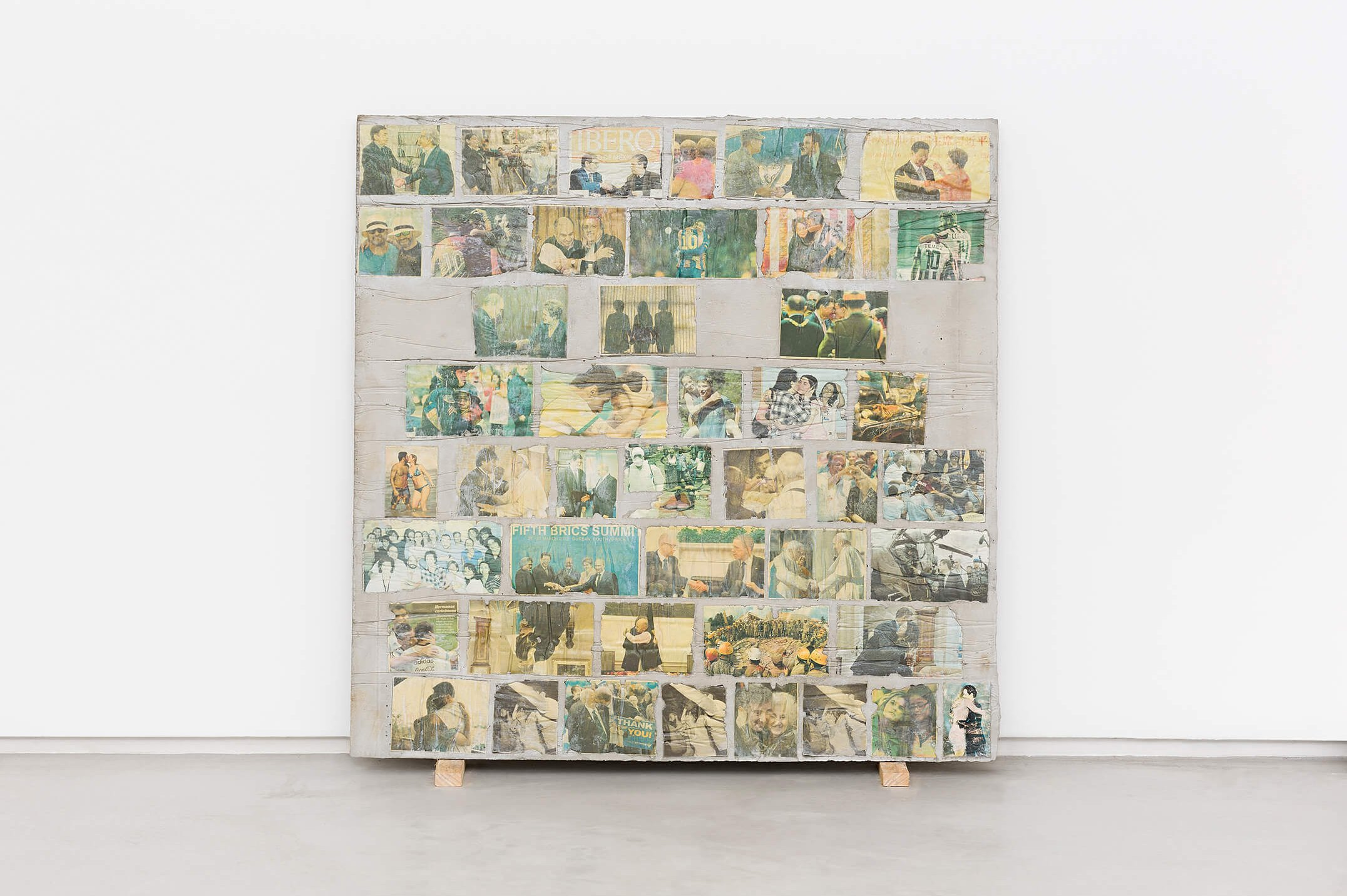 Matheus Rocha Pitta,<em>Décimo Oitavo Acordo</em>, 2013, concrete and paper, 100 × 100 × 3 cm - Mendes Wood DM