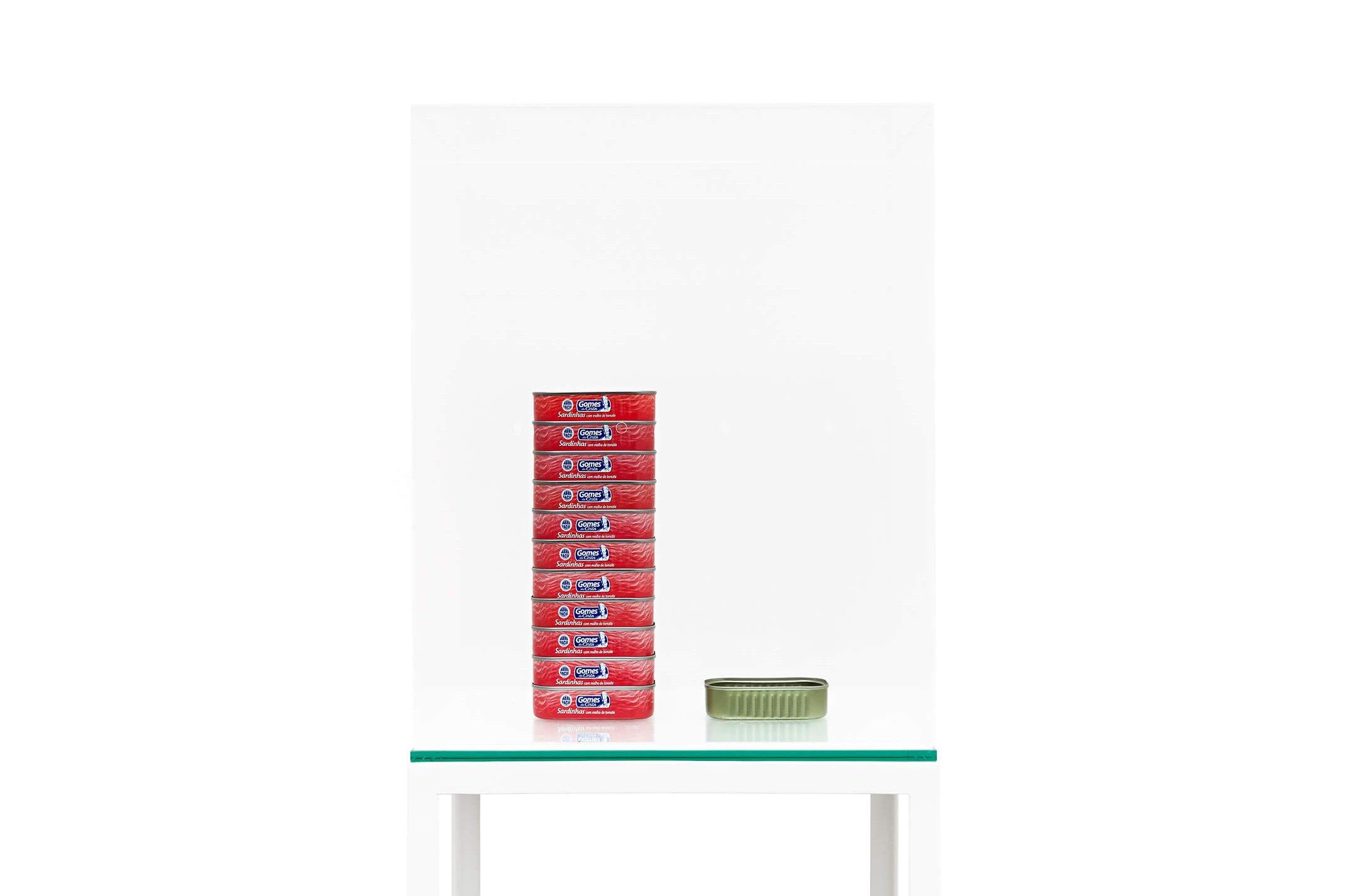 Adriano Costa,<em>Aquário Colombo</em>,2014,sardine can, acrylic box and plinth,152 × 31 × 41 cm - Mendes Wood DM