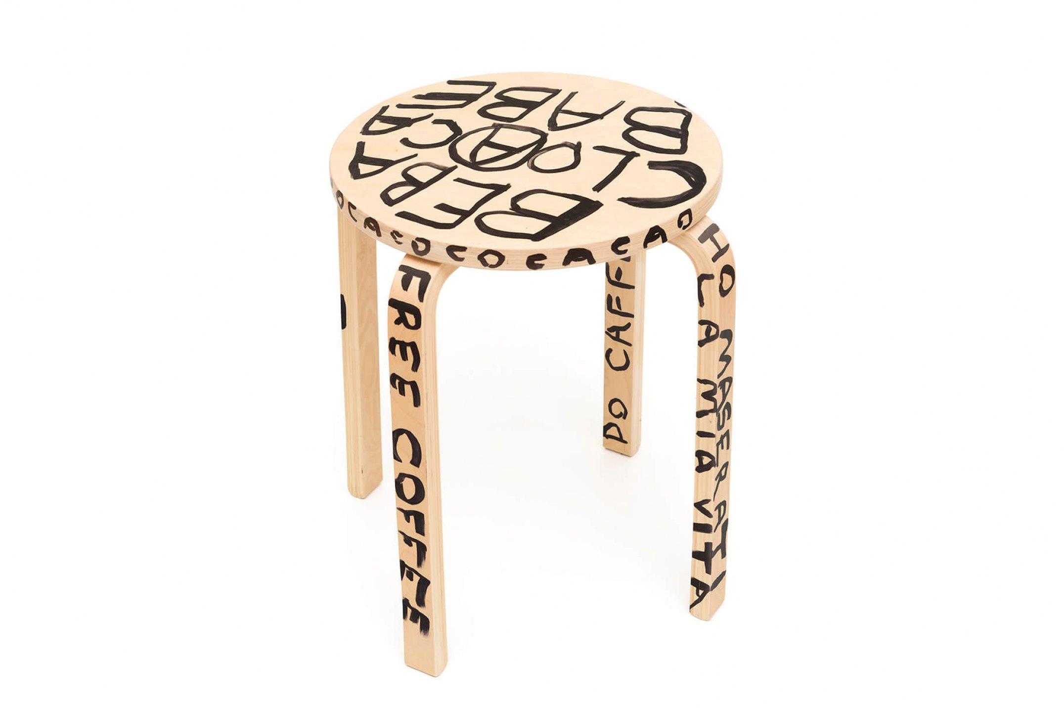 Karl Holmqvist,<em>untitled</em>, 2015,marker on wooden bench, 45 × 41 cm ø - Mendes Wood DM