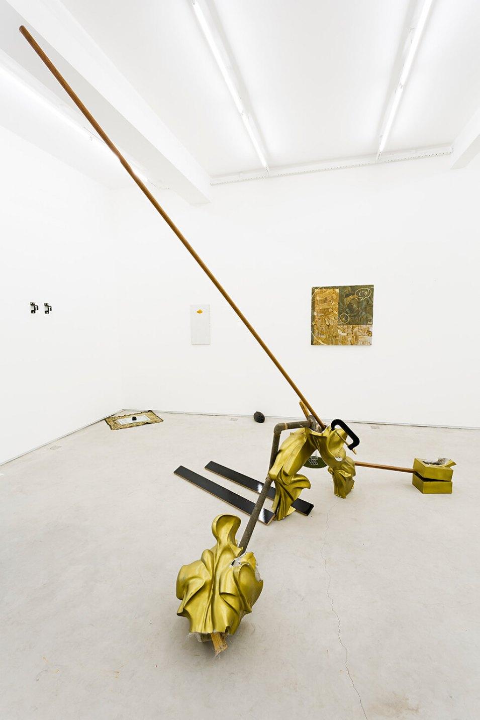 Deyson Gilbert, <em>Estudo para monumento à Vermiglia</em>, 2014,fiberglass, wood, metal and bodice, 275 ×255 × 163 cm - Mendes Wood DM