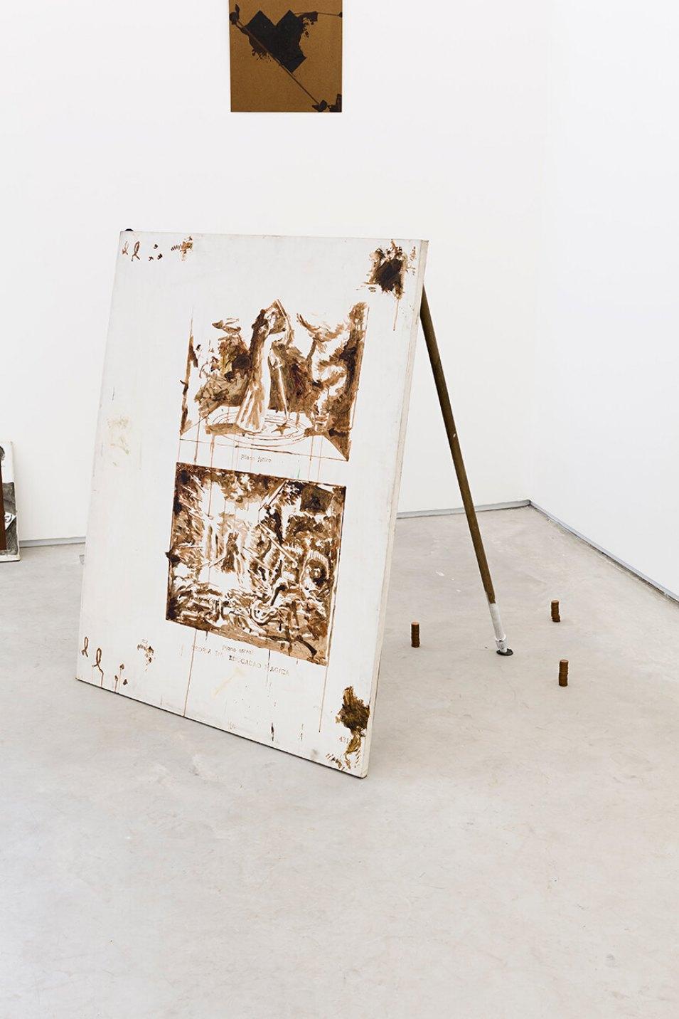 Deyson Gilbert,<em>teoria da educação econômica</em>, 2014,oil on canvas, wood and rubber, 103 ×103 × 103 cm - Mendes Wood DM
