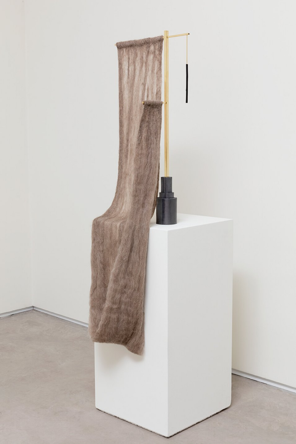 Paloma Bosquê,&nbsp;<em>Cross</em>, 2016, wool felted by hand, brass rods and charcoal, 120 × 14 × 38,5 cm - Mendes Wood DM