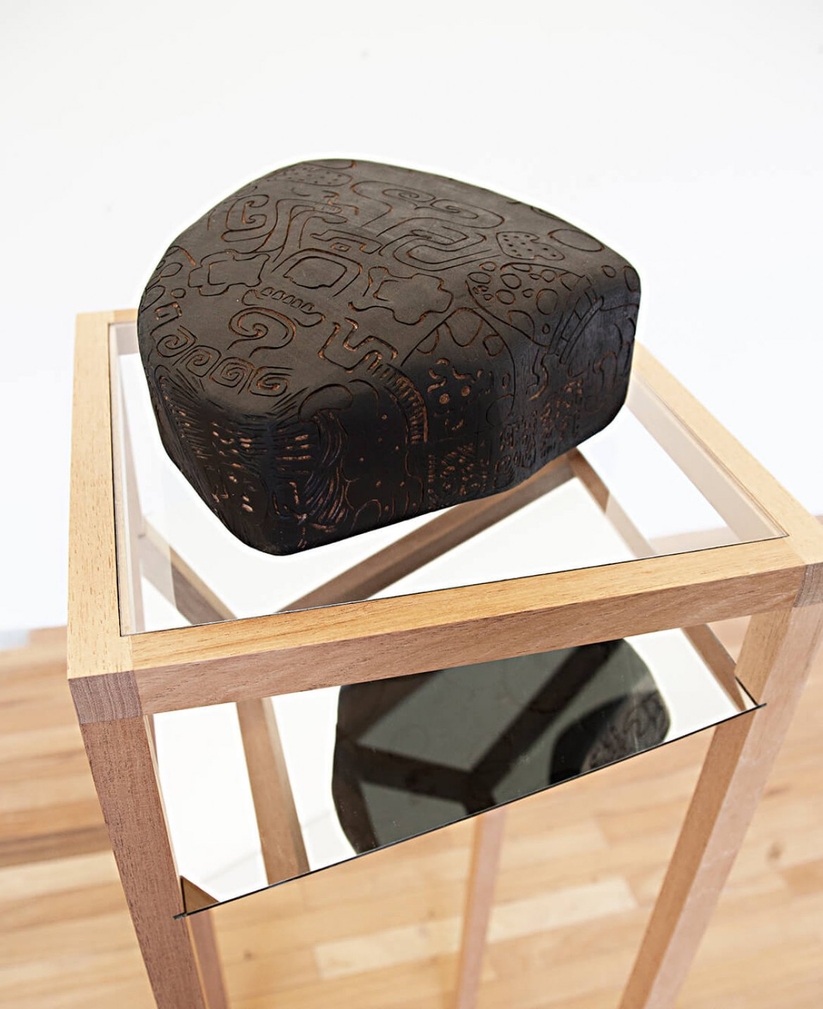 Mariana Castillo Deball,&nbsp;<em>Zoomorph G</em>,&nbsp;2013, wooden carved sculpture mounted on base with mirror, 155 × 40 × 40 cm - Mendes Wood DM