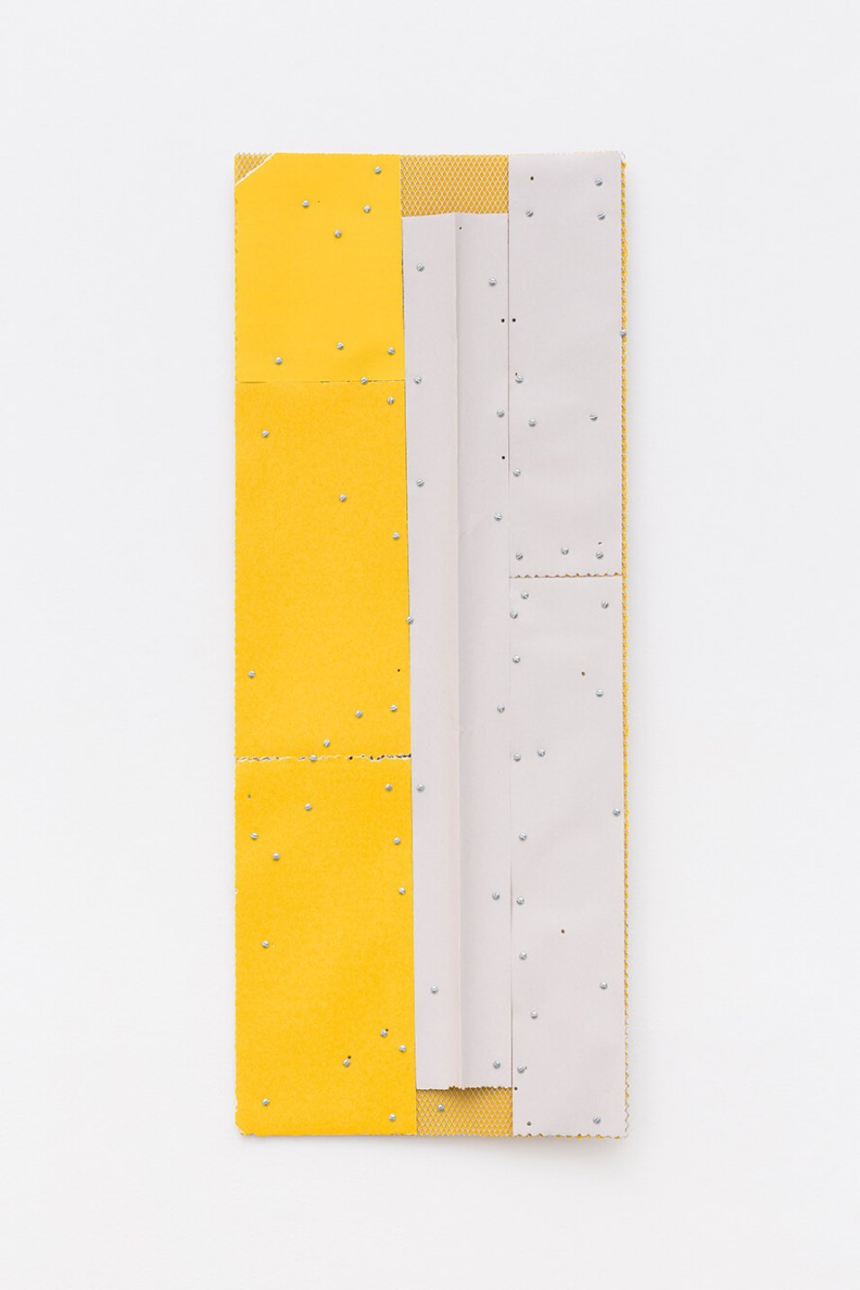 Alessandro Carano, White Line, 2017, collage: sandpaper, grid of aluminum and screw, 100 × 40 cm - Mendes Wood DM