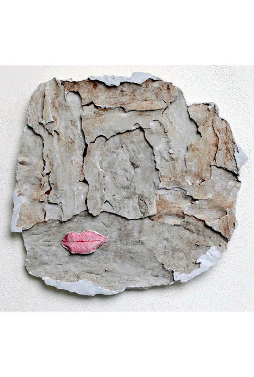 Giulio Delvè,&nbsp;<em>Camouflage</em>, 2015, gesso e pigmento, 71 × 69 × 3 cm - Mendes Wood DM
