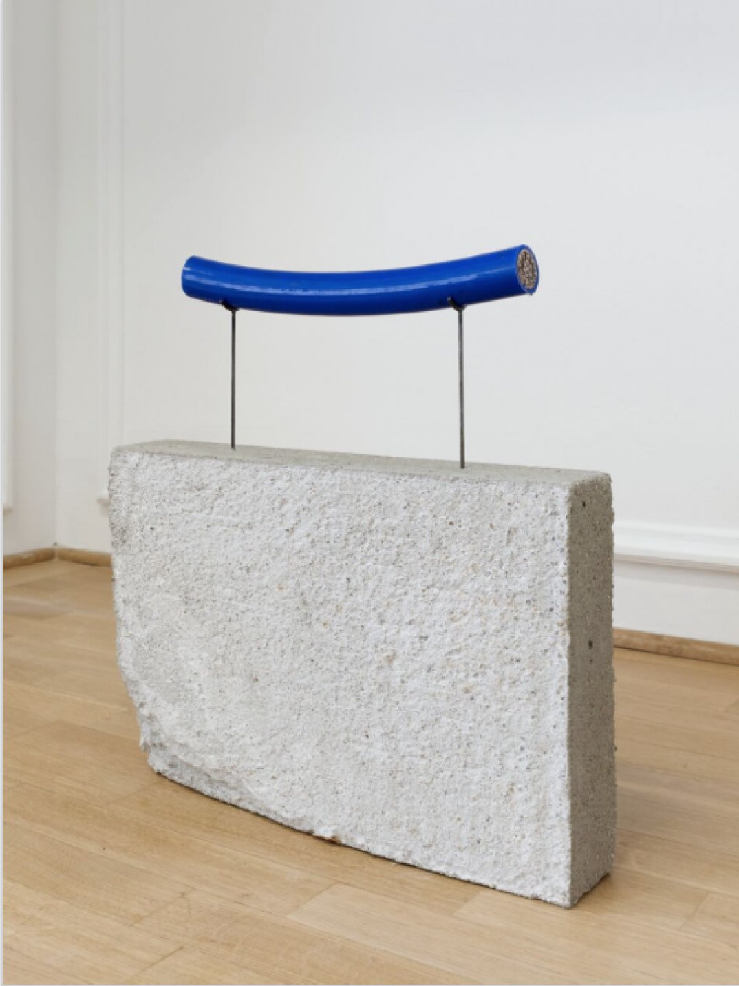 Nina Canell, <em>Brief Syllable</em>, 2017, subterranean signal cable, concrete, steel, 43 × 38,5 × 8 cm - Mendes Wood DM