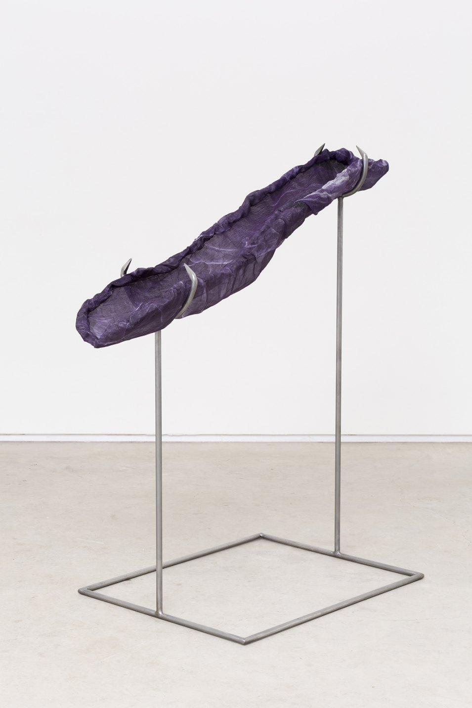 Felipe Meres, <em>Weave Weavers Weave</em>, 2017, micrógrafo eletrônico, impressão de pigmento em seda,alumínio tecido, aço polido, 119 × 61 × 114 cm - Mendes Wood DM