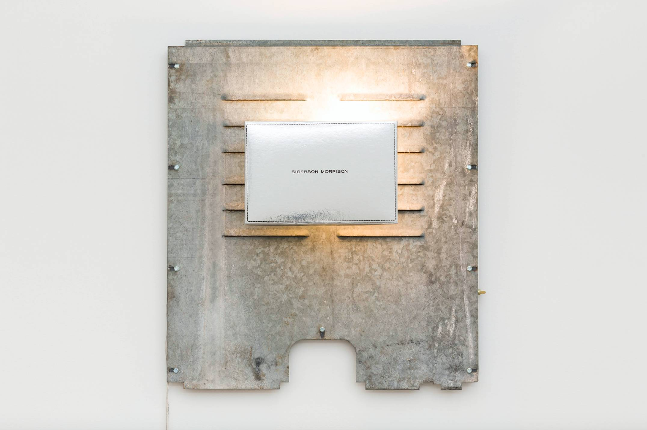 Aki Sasamoto, <em>Shoebox Wall Sconce (Sigerson Morrison)</em>, 2016, shoebox lid, backboard of a used laundry machine, wall sconce, wood, LED light bulb and push button switch, 74,3 × 66 × 17,8 cm - Mendes Wood DM