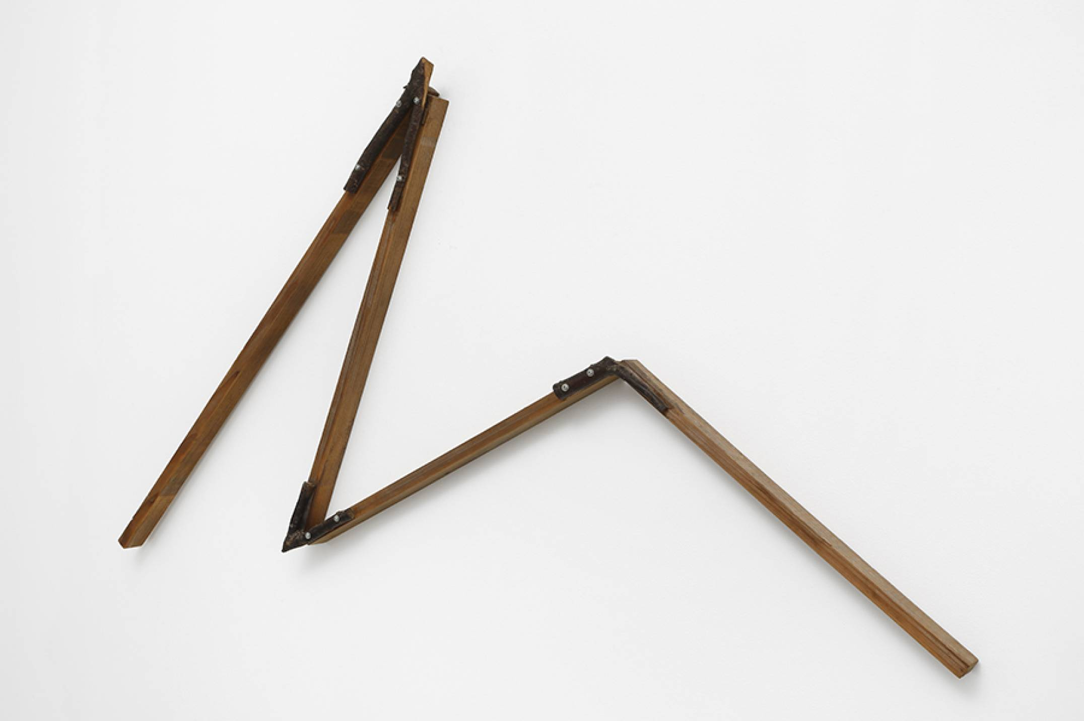 Kishio Suga, <em>Crooked Positioning—Y</em>, 1986, wood, branches, screws, 114,3 × 57,8 × 6 cm - Mendes Wood DM
