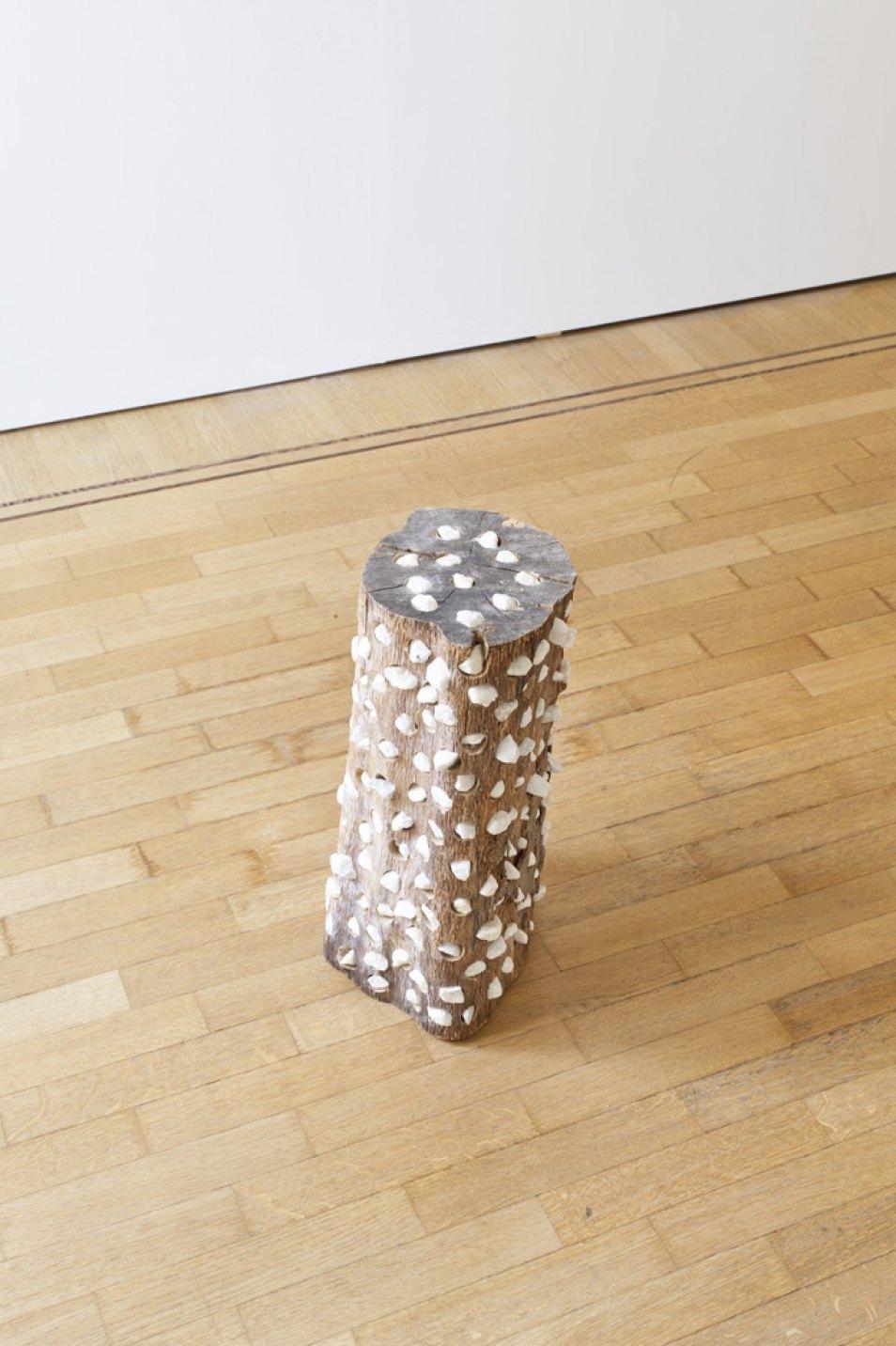 Kishio Suga,<em>Interior Spaces</em>, 2013-2014, wood, stones, 51,5 × 28 × 23 cm - Mendes Wood DM