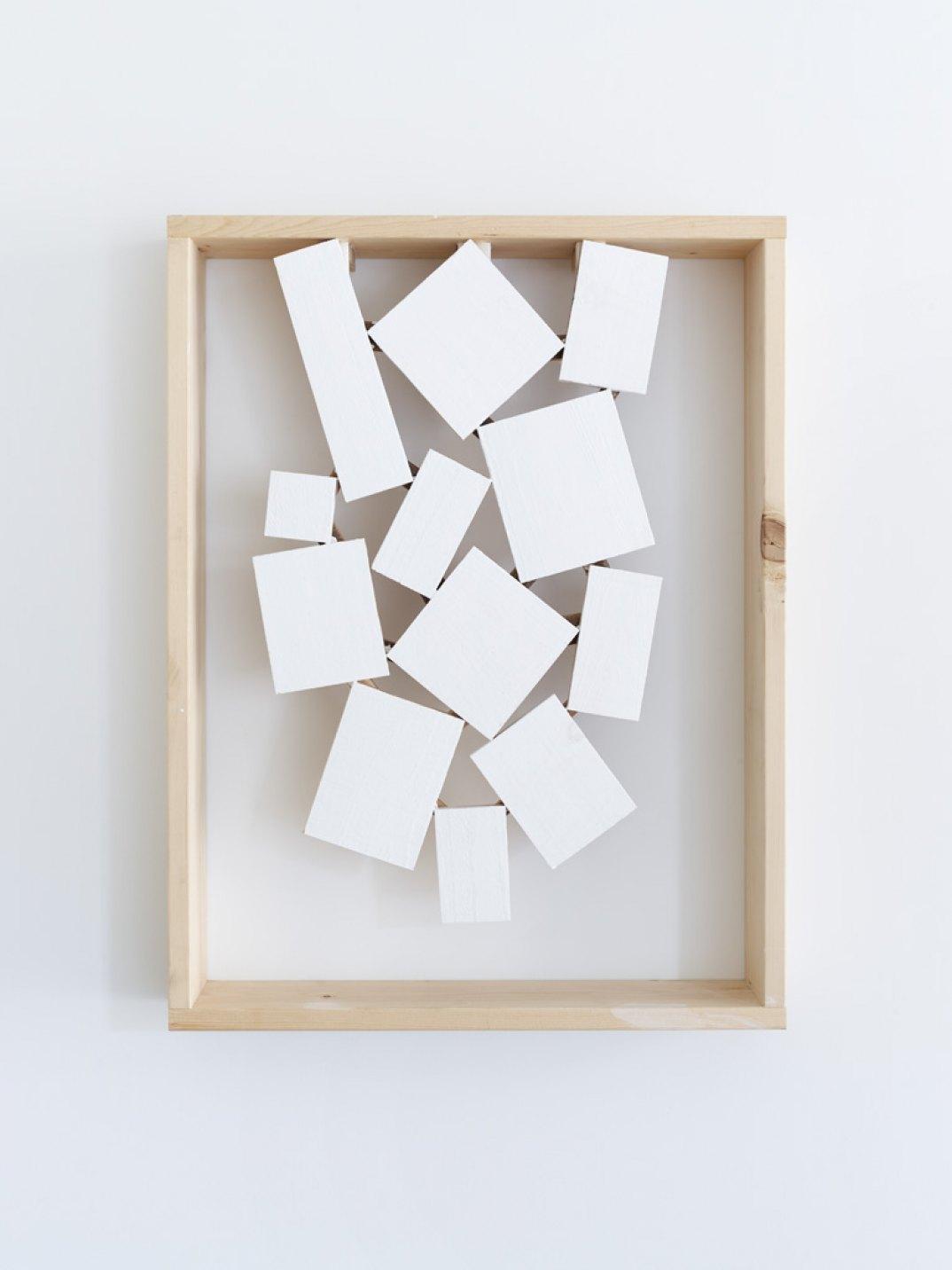 Kishio Suga,<em>Rising Spatialization</em>, 2017, wood, paint, 67 × 51 × 9 cm - Mendes Wood DM