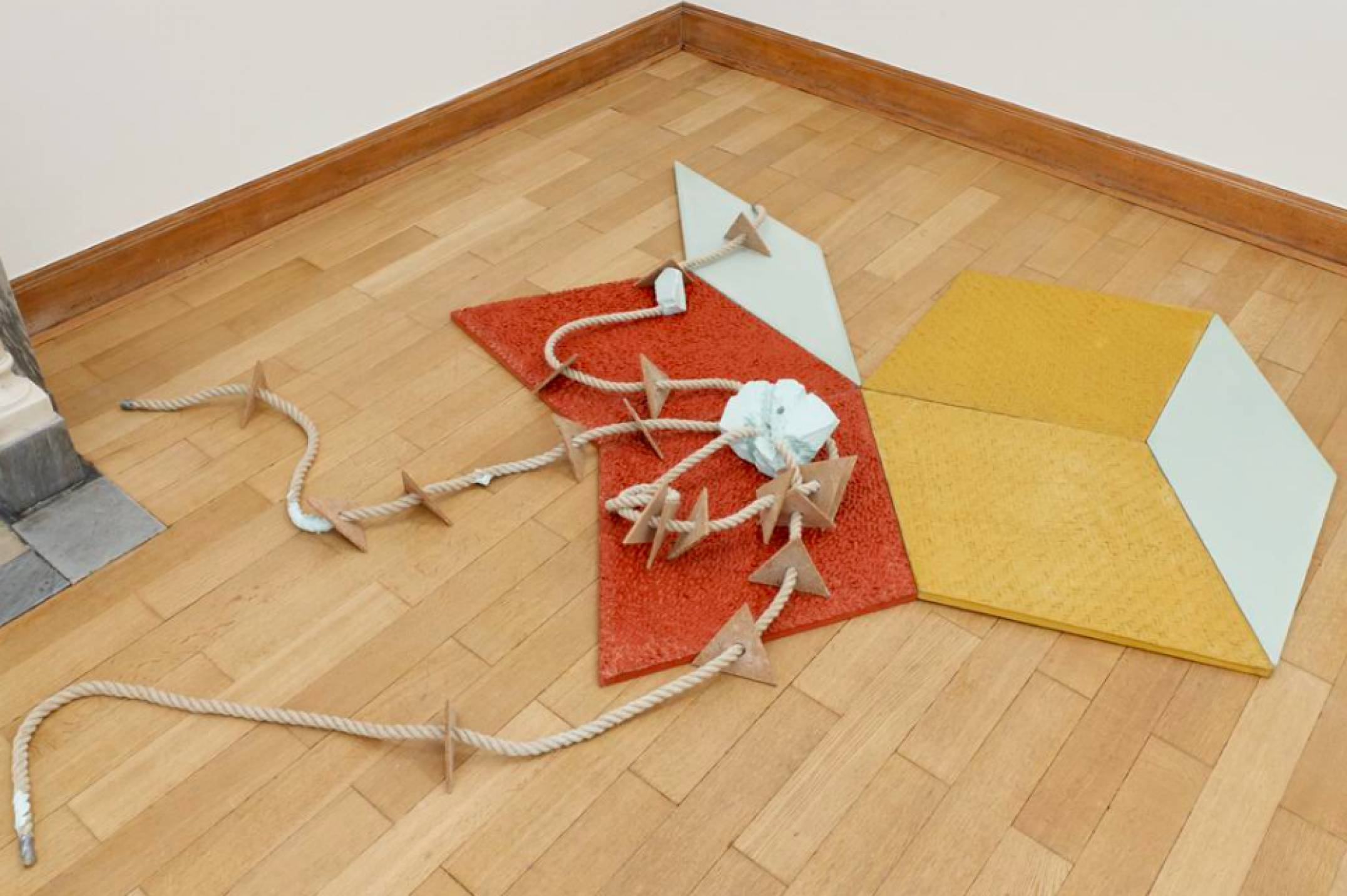 Mariana Castillo Deball, <em>Icosahedron</em>, 2017, pigmented plaster, hemp rope and colored concrete tiles with relief, 265 × 205 cm - Mendes Wood DM