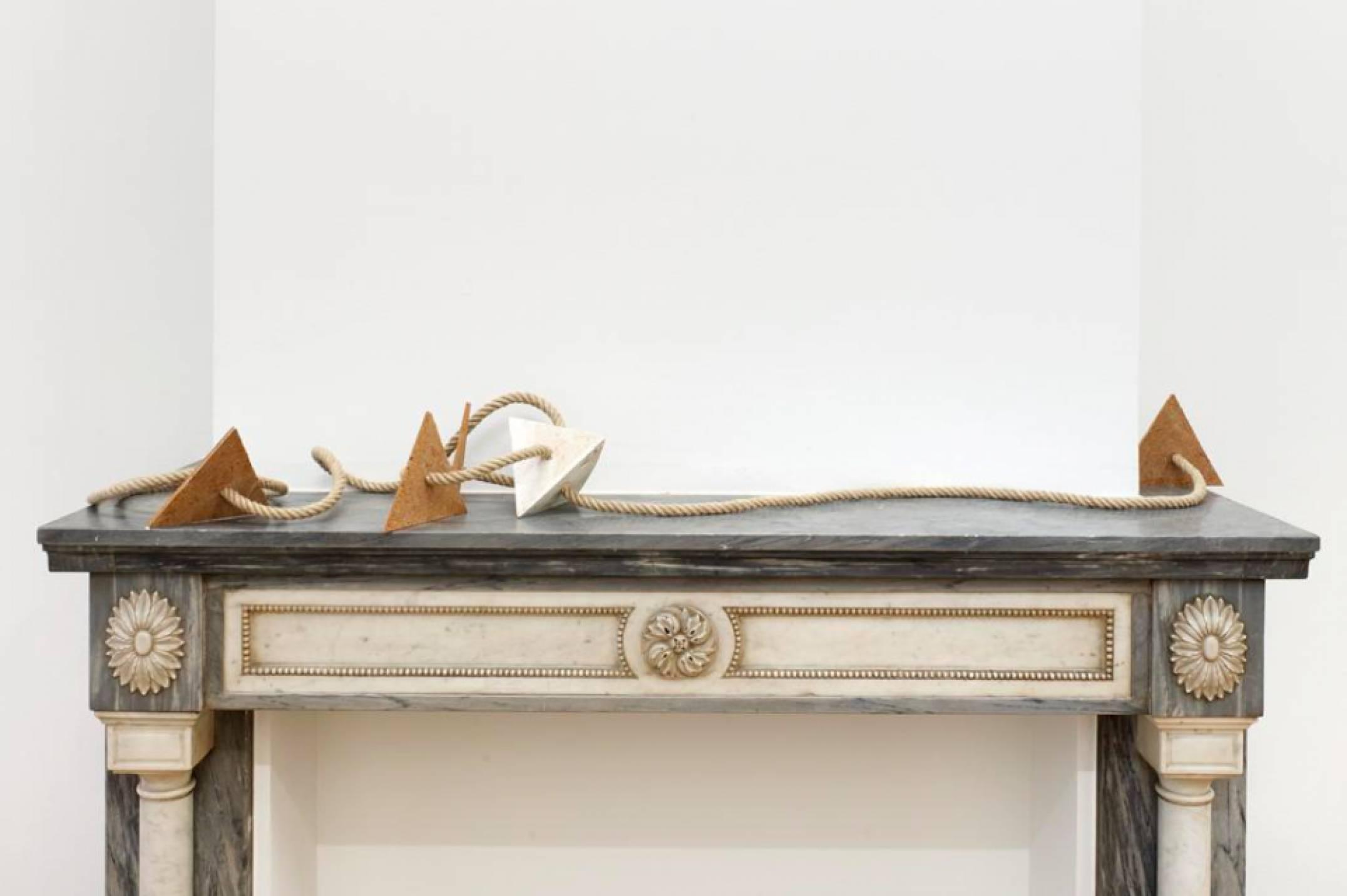 Mariana Castillo Deball, <em>Xipe Tetrahedron III</em>, 2017, pigmented plaster and hemp rope,37 × 27 × 24 cm - Mendes Wood DM