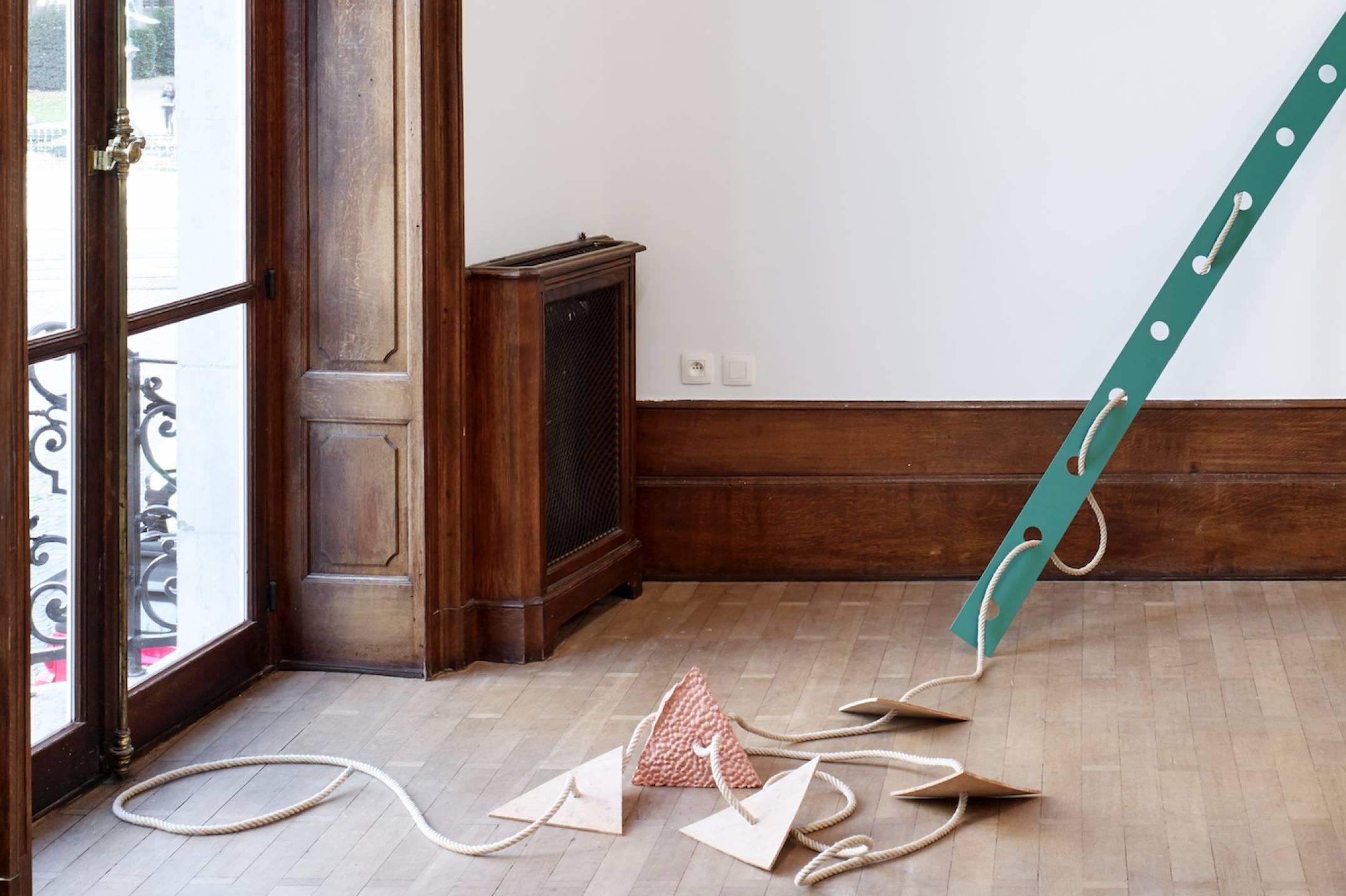 Mariana Castillo Deball, <em>Xipe Tetrahedron I, </em>2017, pigmented plaster and hemp rope, 280 × 180 cm - Mendes Wood DM